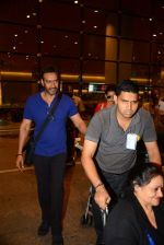 Ajay Devgan return from London along with mom and kids on 2nd july 2015 (6)_5596318157765.JPG