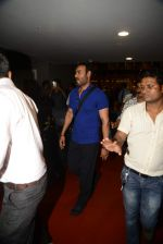 Ajay Devgan return from London along with mom and kids on 2nd july 2015 (7)_55963181ef3c9.JPG