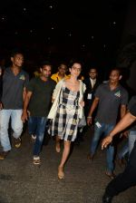 Kangana Ranaut reurns from London in Mumbai Airport on 2nd July 2015 (22)_559630a2e992f.JPG