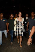 Kangana Ranaut reurns from London in Mumbai Airport on 2nd July 2015 (23)_559630a3a6aa5.JPG