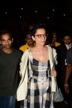 Kangana Ranaut reurns from London in Mumbai Airport on 2nd July 2015 (24)_559630a44a0fc.JPG