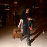 Sanjay Kapoor with wife Maheep in Mumbai Airport on 2nd July 2015 (16)_559630a91a85f.JPG