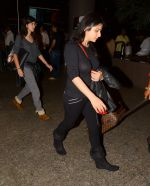 Sanjay Kapoor with wife Maheep in Mumbai Airport on 2nd July 2015 (26)_559630abb37b1.JPG