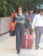 Shriya Saran snapped at domestic airport in Mumbai on 2nd July 2015 (18)_559631f98168e.JPG