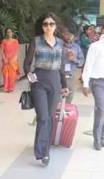Shriya Saran snapped at domestic airport in Mumbai on 2nd July 2015 (19)_559631fa76e2d.JPG