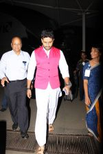 Abhishek Bachchan snapped at domestic airport on 3rd July 2015 (19)_5597c1bfd8d5d.JPG