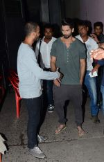 Shahid Kapoor snapped on the sets of Jhalak Dikhla Jaa 8 on 3rd July 2015 (2)_5597c4585aa53.JPG