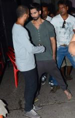 Shahid Kapoor snapped on the sets of Jhalak Dikhla Jaa 8 on 3rd July 2015 (3)_5597c45a3a174.JPG