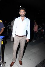 Mohamad Kaif snapped at domestic airport in Mumbai on 4th July 2015 (54)_5598dfd99e639.JPG