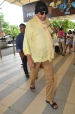 Mithun Chakraborty snapped at Mumbai airport on 5th July 2015 (21)_559a44c0e6954.jpg