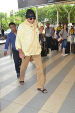Mithun Chakraborty snapped at Mumbai airport on 5th July 2015 (22)_559a44c18648e.jpg