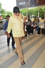 Mithun Chakraborty snapped at Mumbai airport on 5th July 2015 (25)_559a44c2e8c87.jpg
