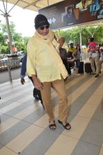 Mithun Chakraborty snapped at Mumbai airport on 5th July 2015 (27)_559a44c4a5437.jpg