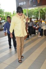 Mithun Chakraborty snapped at Mumbai airport on 5th July 2015 (24)_559a44c27621d.jpg