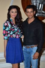 Daisy Shah, Sharman Joshi at Hate Story 3 on location in Mumbai on 6th July 2015 (9)_559b6bc864611.JPG