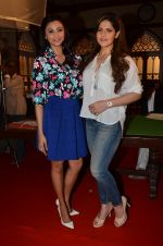 Daisy Shah, Zarine Khan at Hate Story 3 on location in Mumbai on 6th July 2015 (49)_559b6bcb9eb4c.JPG