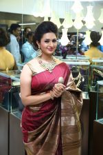 Divyanka Tripathi, brand ambassador, Bikaneri Jewels, at the Bikaneri Jewels Store Launch in Mumbai2_55a10172aeab1.JPG