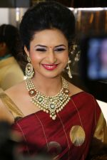 Divyanka Tripathi, brand ambassador, Bikaneri Jewels, at the Bikaneri Jewels Store Launch in Mumbai_55a1016e6b00e.JPG