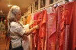 Waheeda Rehman at Krishna Mehta_s store in association with Tata Medical Center in Chowpatty on 10th July 2015 (53)_55a10c0c4e85f.JPG