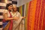 Waheeda Rehman at Krishna Mehta_s store in association with Tata Medical Center in Chowpatty on 10th July 2015 (57)_55a10c0f4a70c.JPG