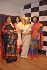 Waheeda Rehman at Krishna Mehta_s store in association with Tata Medical Center in Chowpatty on 10th July 2015 (58)_55a10c1004a31.JPG