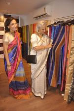 Waheeda Rehman at Krishna Mehta_s store in association with Tata Medical Center in Chowpatty on 10th July 2015 (60)_55a10c11acf95.JPG