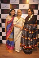 Waheeda Rehman at Krishna Mehta_s store in association with Tata Medical Center in Chowpatty on 10th July 2015 (62)_55a10c133a571.JPG
