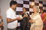 Waheeda Rehman at Krishna Mehta_s store in association with Tata Medical Center in Chowpatty on 10th July 2015 (47)_55a10c07c944a.JPG