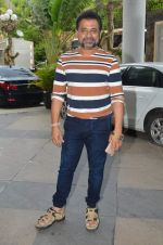Anees Bazmee at Welcome Back song shoot in Aarey Milk Colony on 13th July 2015 (291)_55a4b1f7bb1ab.JPG