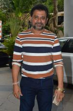 Anees Bazmee at Welcome Back song shoot in Aarey Milk Colony on 13th July 2015 (292)_55a4b1f8a34a7.JPG
