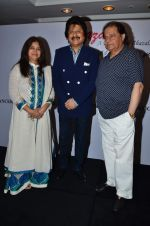 Pankaj Udhas, Anup jalota at Khazana festival in Trident, Mumbai on 15th july 2015 (20)_55a77250a8142.JPG