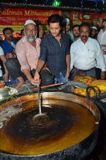 Riteish Deshmukh with Bangistan team visit Usman Mitahiwala at Muhamad Ali Road on 15th July 2015