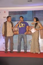 Salman Khan, Salim Khan, Mini Mathur launches a book on Bajrangi Bhaijaan in Bandra, Mumbai on 16th July 2015 (36)_55a7c44b6e853.JPG