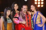 Lesle Lewis flanked by the desi girls at the video shoot of his upcoming singles Dil Chahe Desi Girl_55af8e90c24bf.jpg