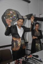Sangram singh Internatiional Wrestler unveils WWP Common Wealth Wrestling Championship belt in Mumbai on 22nd July 2015 (6)_55b0f7b914c2d.JPG