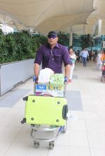 Dayananad Shetty snapped at airport on 24th July 2015 (18)_55b37ade99761.JPG