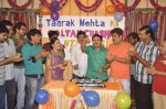 Dilip Joshi, Disha Vakani at taarak mehta ka ooltah chashmah celebrates 8 years in Kandivli on 27th July 2015 (33)_55b71d2bdb7fa.JPG