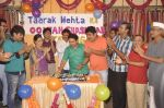 Dilip Joshi, Disha Vakani at taarak mehta ka ooltah chashmah celebrates 8 years in Kandivli on 27th July 2015 (36)_55b71d6952115.JPG