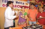 Dilip Joshi, Disha Vakani at taarak mehta ka ooltah chashmah celebrates 8 years in Kandivli on 27th July 2015 (40)_55b71d6b5d44f.JPG