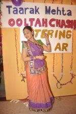 Disha Vakani at taarak mehta ka ooltah chashmah celebrates 8 years in Kandivli on 27th July 2015 (57)_55b71d71d300e.JPG