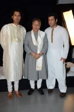 Amjad Ali Khan with sons Amaan and Ayaan Shoot for Vande Maataram at Collective Image Productions Lower Parel on 30th July 2015 (18)_55bb242e03886.JPG
