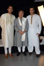 Amjad Ali Khan with sons Amaan and Ayaan Shoot for Vande Maataram at Collective Image Productions Lower Parel on 30th July 2015 (20)_55bb242f3f9f8.JPG
