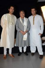 Amjad Ali Khan with sons Amaan and Ayaan Shoot for Vande Maataram at Collective Image Productions Lower Parel on 30th July 2015 (23)_55bb243161b51.JPG