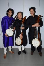 Amjad Ali Khan with sons Amaan and Ayaan Shoot for Vande Maataram at Collective Image Productions Lower Parel on 30th July 2015 (26)_55bb243349c3a.JPG