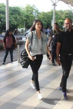 Anushka Sharma snapped at the airport in Mumbai on 31st July 2015 (12)_55bba77f57c6b.JPG