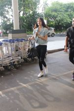 Anushka Sharma snapped at the airport in Mumbai on 31st July 2015 (15)_55bba784200be.JPG