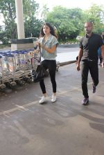 Anushka Sharma snapped at the airport in Mumbai on 31st July 2015 (17)_55bba786d54ac.JPG