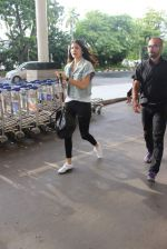 Anushka Sharma snapped at the airport in Mumbai on 31st July 2015 (18)_55bba7884231e.JPG