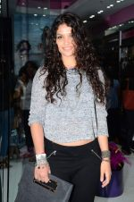 Ayesha Kapoor at friendship Day celebration at Ayesha Store, Phoenix Mills Lower Parel on 30th July 2015 (11)_55bb24687b808.JPG