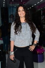 Ayesha Kapoor at friendship Day celebration at Ayesha Store, Phoenix Mills Lower Parel on 30th July 2015 (12)_55bb244be532e.JPG